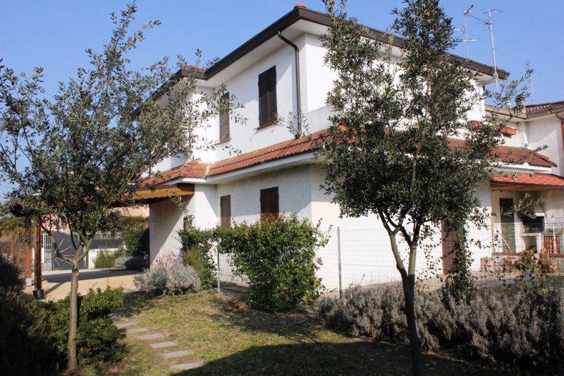Villa angolare grande giardino lido nazioni - Case vendita livorno con giardino ...